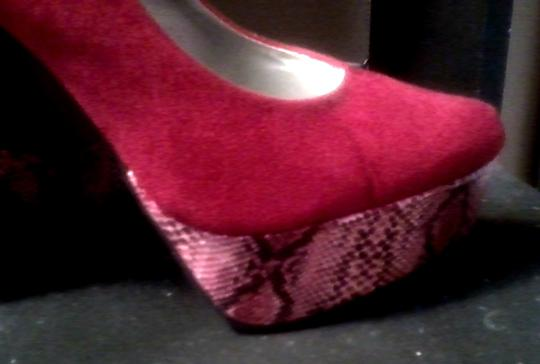 Other Snakeskin Faux Leather Red Pumps Image 3