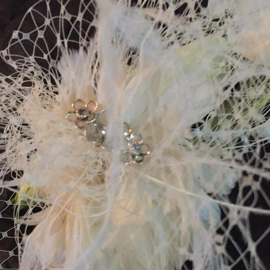 Auze designer Beautiful Headband For Bride Very New With Cristae And Feather