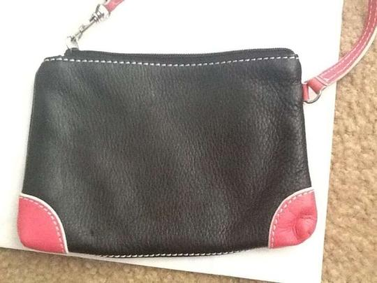 Preload https://img-static.tradesy.com/item/369200/black-pink-trim-leather-wristlet-0-0-540-540.jpg