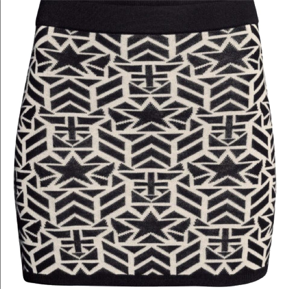 d29ea665e Divided by H&M Black & White Graphic Knit Mini Skirt Size 8 (M, 29 ...