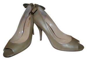 Enzo Angiolini Fashionable Simple Bow Taupe Pumps