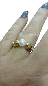 Minetani Minetani Swarovski elements pearl and crystal yellow gold metal ring 7 adjustable