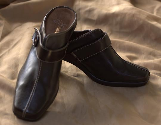 Aerosoles chocolate brown Mules