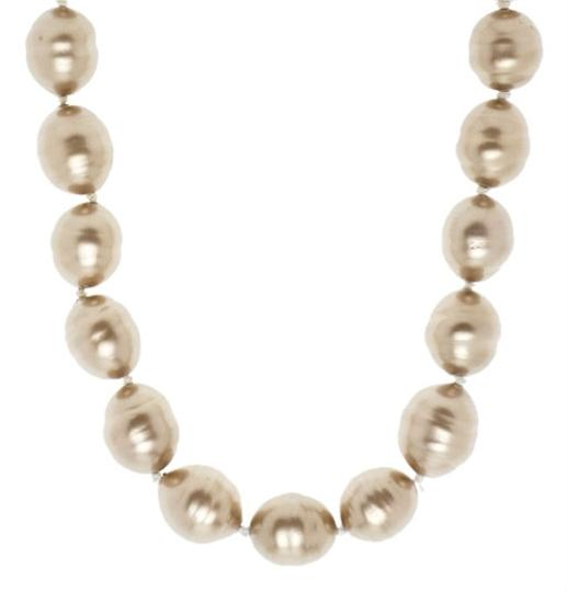 Chanel Chanel Oversized Pearl Chocker Necklace