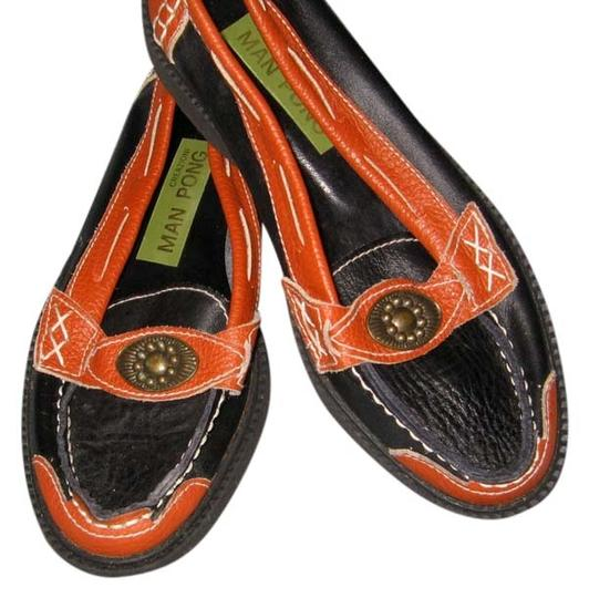 Man Pong Creazioni Classic Loafer Style Created Of The Softest Leathers Black with camel trim Made in Italy Flats