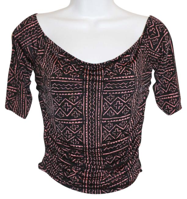 Preload https://item2.tradesy.com/images/silence-noise-urbanoutfitters-off-shoulder-pattern-ruched-night-out-top-size-8-m-3705256-0-0.jpg?width=400&height=650