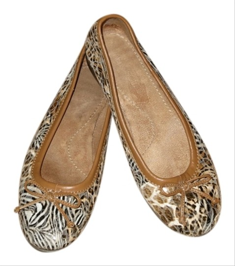 Preload https://item1.tradesy.com/images/aerosoles-animal-print-browns-camel-and-black-flats-3706510-0-0.jpg?width=440&height=440