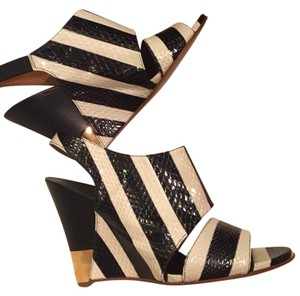 Chloé Black And White Wedges