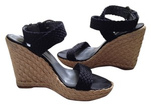 Stuart Weitzman Alex Crochet Jute-covered Padded Leather Footbed Crafted In Spain Nero (Black) Wedges