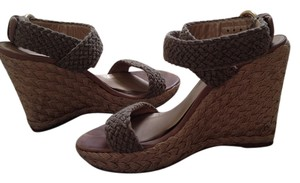Stuart Weitzman Alex Crochet Jute-covered Padded Leather Footbed Crafted In Spain Swamp (Beige) Wedges