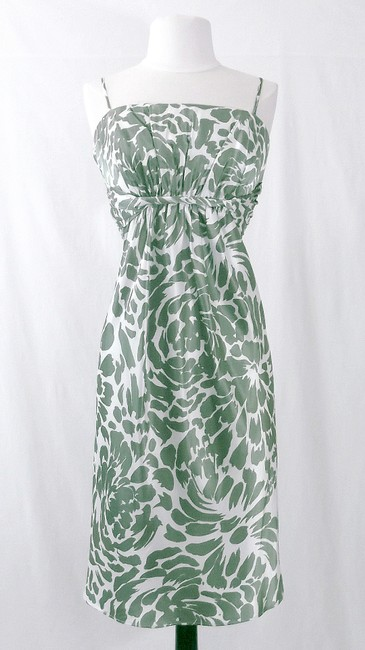 Item - Moss Green / White Satin Style 7058 Casual Bridesmaid/Mob Dress Size 10 (M)