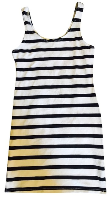 Preload https://img-static.tradesy.com/item/3722482/h-and-m-white-black-stripped-short-casual-dress-size-4-s-0-0-650-650.jpg
