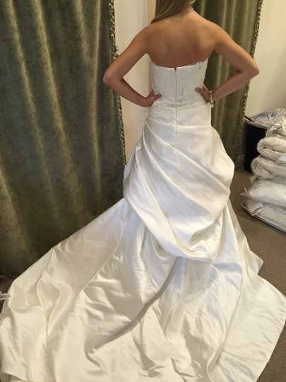 Enzoani Ivory Satin Florence Traditional Wedding Dress Size 14 (L)
