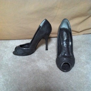 Mandee Dark Grey Pumps