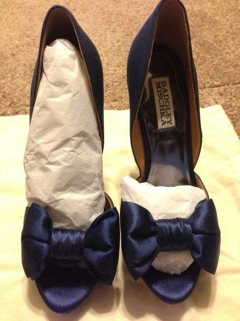 Item - Navy Satin Platforms Size US 7