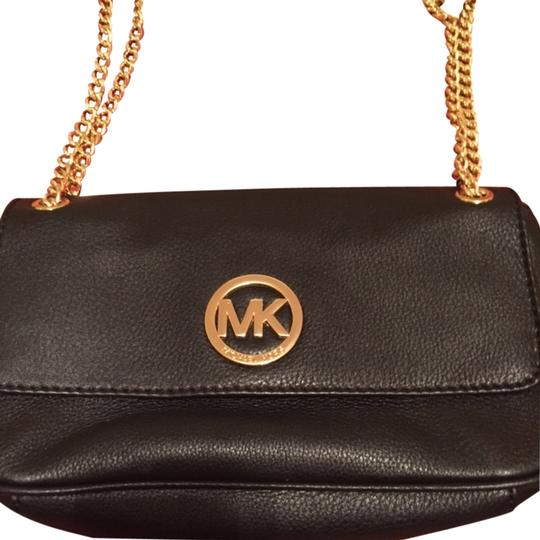 Preload https://item1.tradesy.com/images/michael-kors-luxury-travel-party-jetset-shoulder-bag-black-with-gold-chain-3739675-0-0.jpg?width=440&height=440