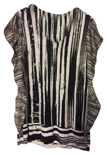 Preload https://item4.tradesy.com/images/kenneth-cole-blackwhite-tunic-size-12-l-3748843-0-0.jpg?width=400&height=650