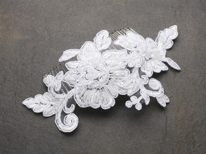 Mariell Romantic English Rose White Lace Wedding Comb 4089hc-w