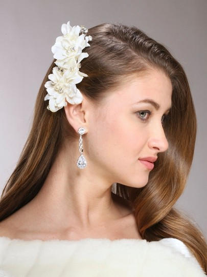 Preload https://item3.tradesy.com/images/mariell-ivory-silk-flower-pearl-crystal-vintage-clip-3920hc-hair-accessory-3753802-0-0.jpg?width=440&height=440