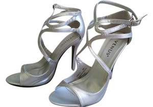 VENUS Silver Pumps