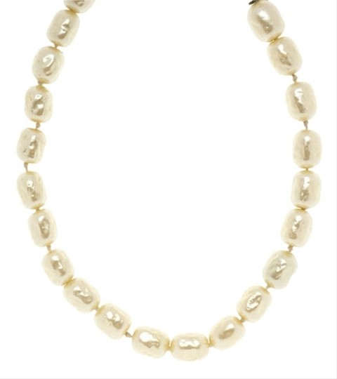 Preload https://item5.tradesy.com/images/chanel-chanel-faux-pearl-necklace-3757084-0-0.jpg?width=440&height=440