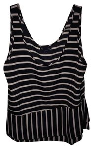 Gap Top Black and white