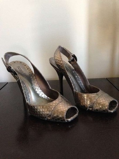 BCBGeneration Pewter New MET SNAKE Pumps