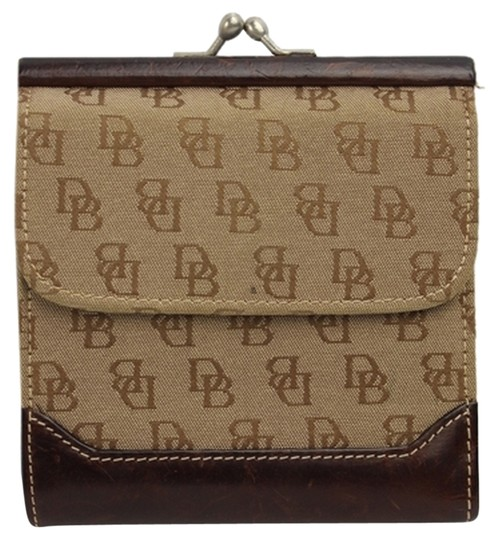 Preload https://item1.tradesy.com/images/dooney-and-bourke-coin-purse-dblm1-wallet-3766210-0-3.jpg?width=440&height=440