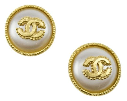 Preload https://item1.tradesy.com/images/chanel-gold-vintage-clip-on-earrings-3767305-0-0.jpg?width=440&height=440