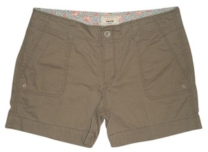 Levi's 4 Pocket Style * Zip Fly * Waist Closure * 100% * Machine Washable Cargo Shorts Khaki Green