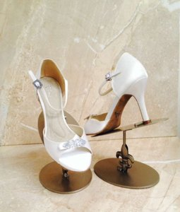 Angela Nuran White Astoria Hi 2011 Sandals Size US 8.5