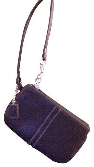 Preload https://item5.tradesy.com/images/coach-coach-wristlet-or-coin-purse-3772639-0-0.jpg?width=440&height=440