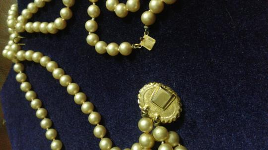 Vintage Pearl Neckage With A Stone That Is Turquoise Color With Gold Veins.