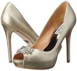 Badgley Mischka Womens Finn Ii Platform Pump Platino Metallic (Gold) Flats