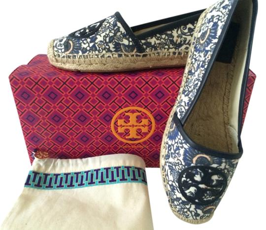 Preload https://item5.tradesy.com/images/tory-burch-navy-angus-espadrille-flats-size-us-8-regular-m-b-3781324-0-0.jpg?width=440&height=440