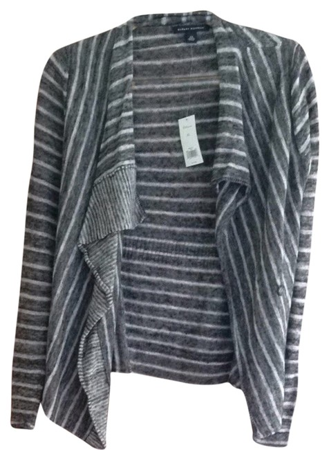 Preload https://item1.tradesy.com/images/banana-republic-gray-and-white-sweaterpullover-size-2-xs-3781885-0-0.jpg?width=400&height=650