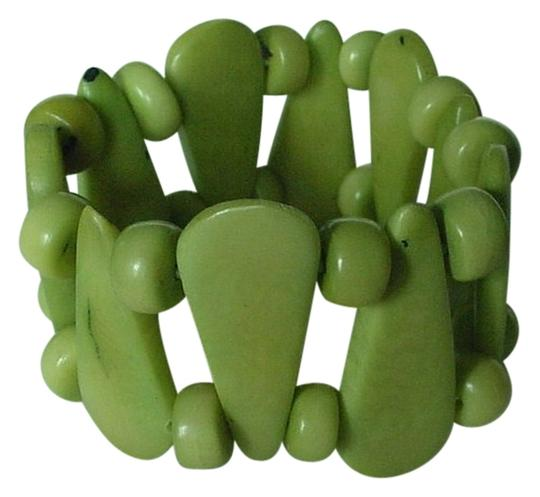 Preload https://img-static.tradesy.com/item/3783682/chilewich-green-genuine-polished-seed-and-beads-expandable-made-in-chile-bracelet-0-0-540-540.jpg