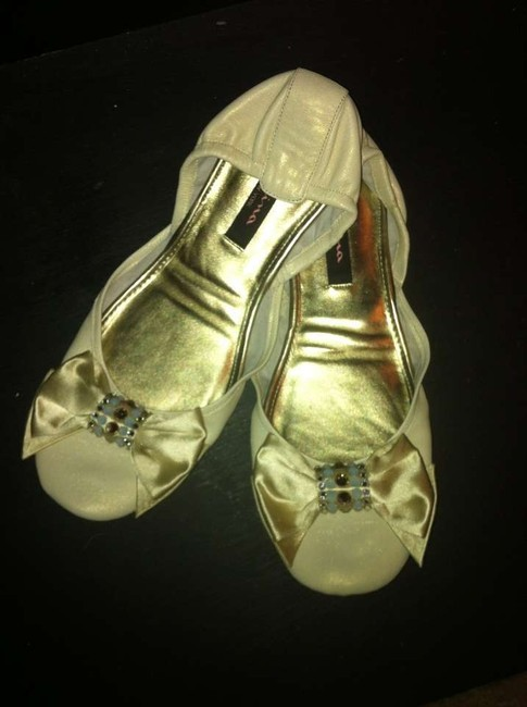 Item - Ivory Norway Formal Size US 9