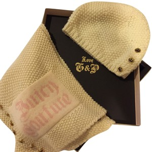 Juicy Couture Juicy Couture Crown Buttons Scarf and Hat Boxed Set
