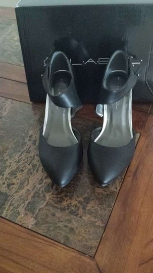 C Label Black Pumps