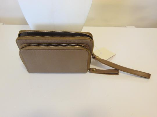 Preload https://img-static.tradesy.com/item/3792718/naturalizer-taupe-leather-walletdouble-wristlet-wallet-0-2-540-540.jpg