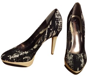 Unlisted by Kenneth Cole Black And White Pumps