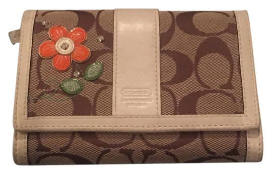 Preload https://item5.tradesy.com/images/coach-flower-and-brown-wallet-3794914-0-0.jpg?width=440&height=440