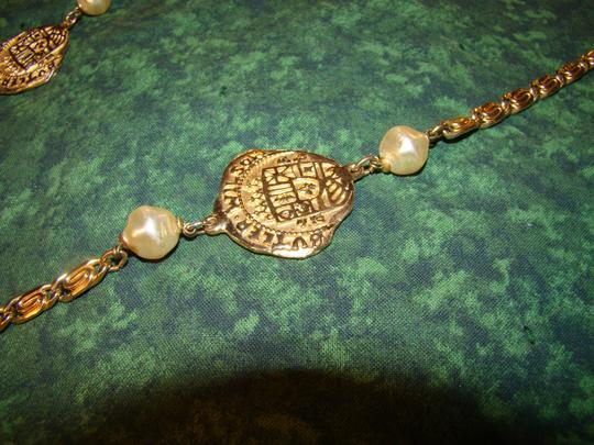 Butler Wilson authentic BUTLER WILSON 40 inch gold-tone link necklace w/pearl & dabloon medallions