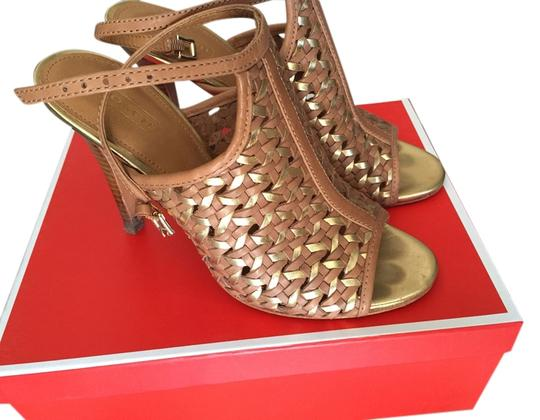 Preload https://item5.tradesy.com/images/coach-tan-and-gold-sandals-size-us-85-regular-m-b-3801154-0-0.jpg?width=440&height=440