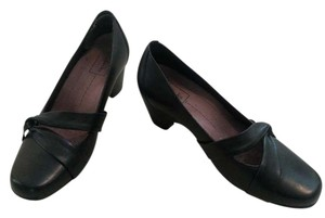 Clarks Basic Comfortable Black Pumps
