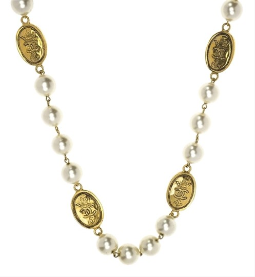 Chanel Chanel Vintage Pearl Crown Gold Necklace