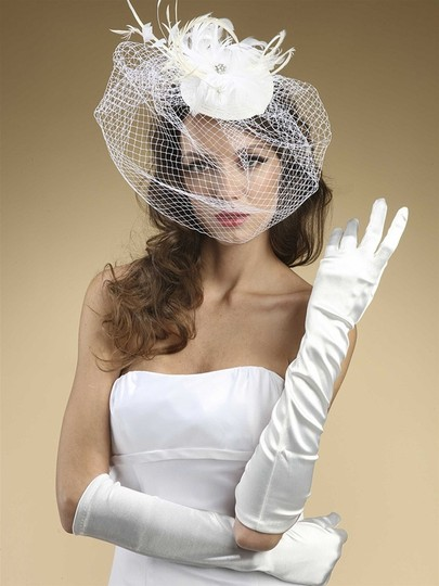Preload https://img-static.tradesy.com/item/3803614/mariell-ivory-below-elbow-or-prom-in-matte-satin-224gl-lti-gloves-0-0-540-540.jpg