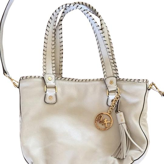 Preload https://item1.tradesy.com/images/michael-kors-classic-leather-cross-body-bag-white-3807280-0-0.jpg?width=440&height=440