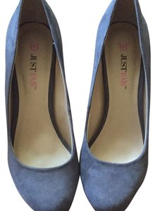 JustFab Gray Pumps